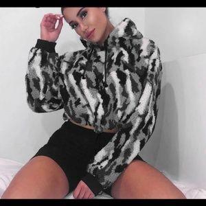 Tops - 🤘Camo Hooded Sweatshirt